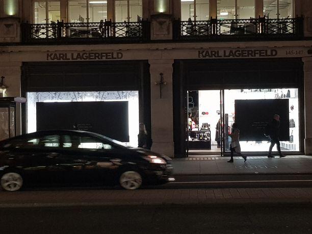 Kankaassa lukee työntekijöiden kiitokset Karlille. Viesti on jaettu myös Karl Lagerfeldin kotisivulla.