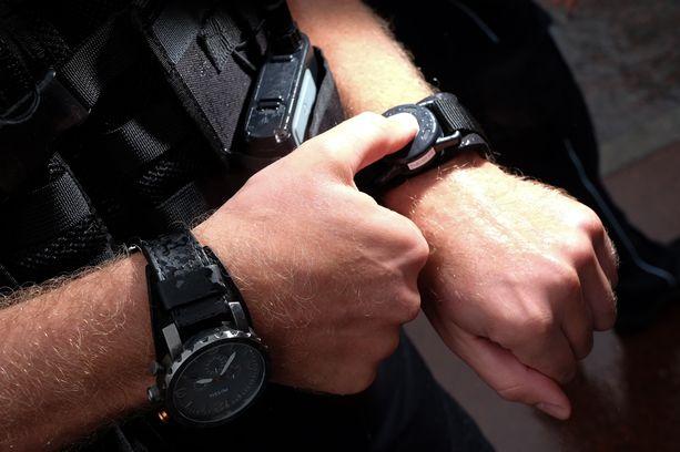 Poliisi yritti sammuttaa vartalokameransa kopeloinnin ajaksi. Kuvituskuva.