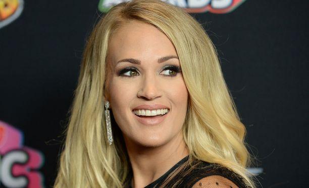 Carrie Underwood voitti American Idol -laulukilpailun neljännen kauden.