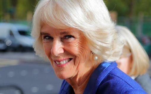 Herttuatar Camilla, 72, aloittaa aamunsa balettitanssilla - satutti selkänsä