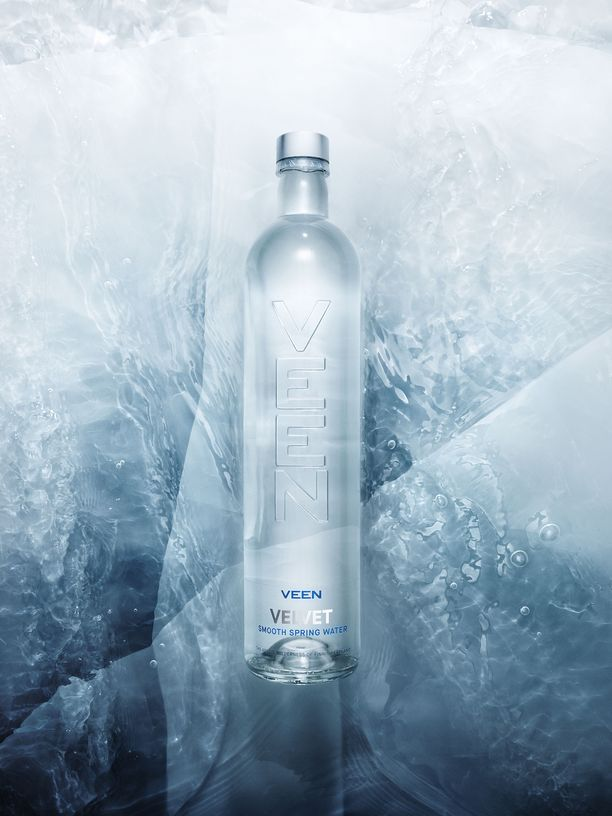 Suomalaisvesi pakataan hienolla tavalla aasialaispöytiin.