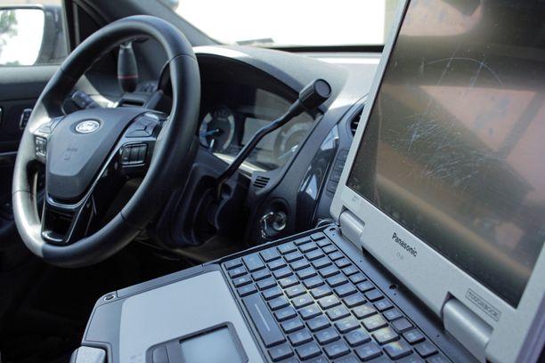 Poliisi voi käyttää tietojärjestelmiä vain virka- ja työtehtäviin liittyviin hakuihin.