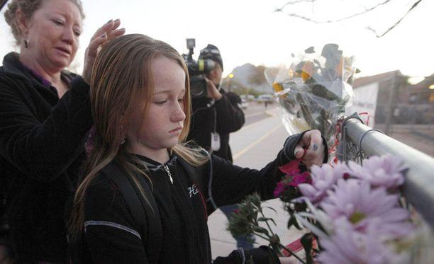 Koulukaverit jättivät viimeiset terveiset Christina Greenille.