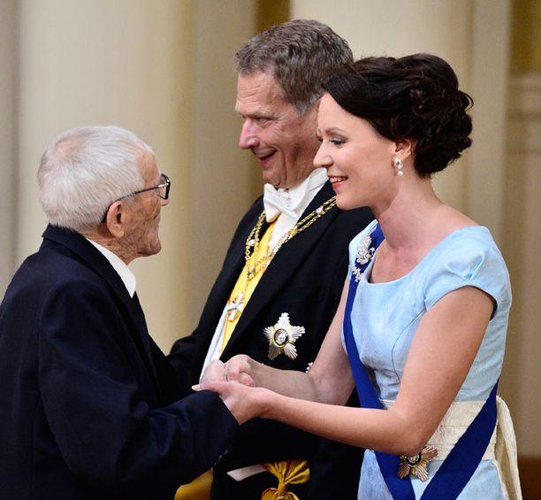 Hannes Hynönen ja presidenttipari Linnan juhlissa.