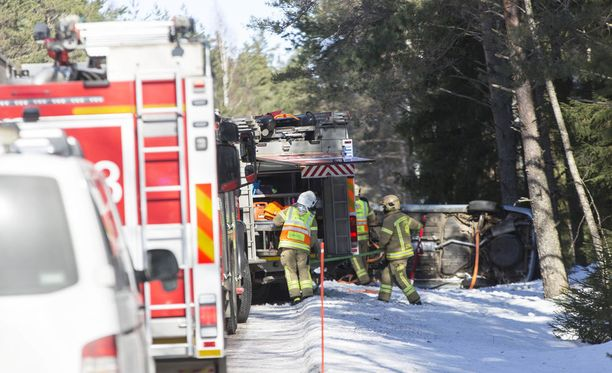 Paikalle hälytettiin useita pelastuslaitoksen, ensihoidon ja poliisin yksiköitä.