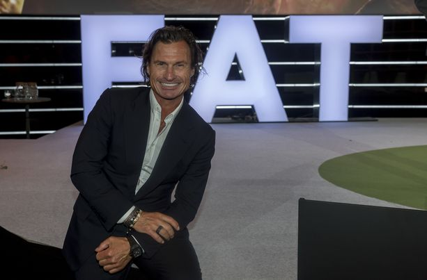Petter Stordalen esitteli rakkaansa Instagramissa.