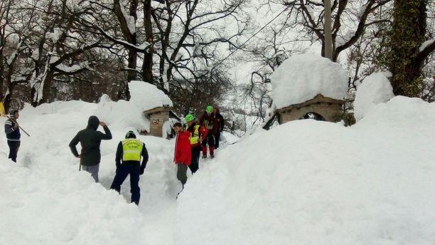Työt hotellialueella ovat vaikeat. Lunta tuli hotellin päälle jopa 120 000 tonnia.