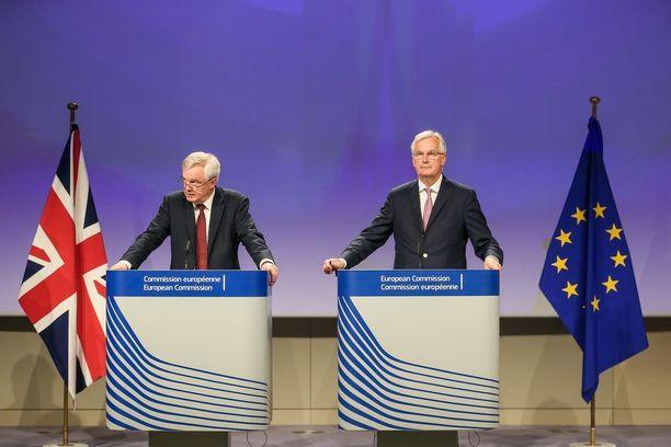 Britannian brexit-neuvottelija David Davis ja Euroopan unionin neuvottelija Michel Barnier puhuivat torstaina Brysselissä.
