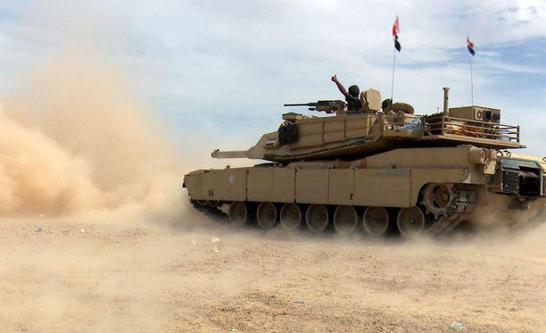 Irakin armeijan tankki Tikritissä maaliskuussa 2015.