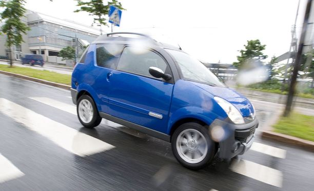 Suomessa on noin kolmetuhatta rekisteröityä mopoautoa.