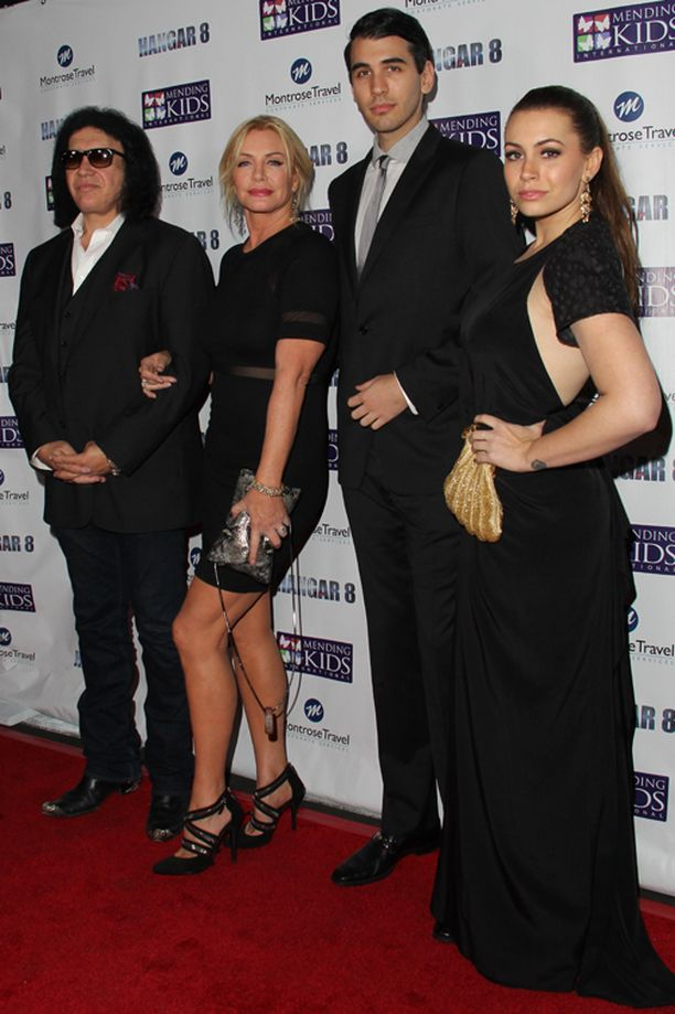 Perhepotretti. Isä Gene Simmons, äiti Shannon Tweed, veli Nick Simmons ja Sophie Tweed-Simmons.