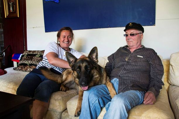 Juhani Palmu sai saksanpaimenkoira Saaran lahjaksi vaimoltaan, joka näin halusi rohkaista Juhania kävelytreeniin. Iso koira tarvitsee paljon liikuntaa.