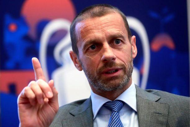 Aleksander Ceferin vaatii Euroopan jalkapalloliigoilta malttia koronakriisin keskellä.