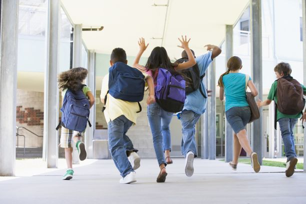Lapset ja nuoret palaavat jälleen koulunpenkille.