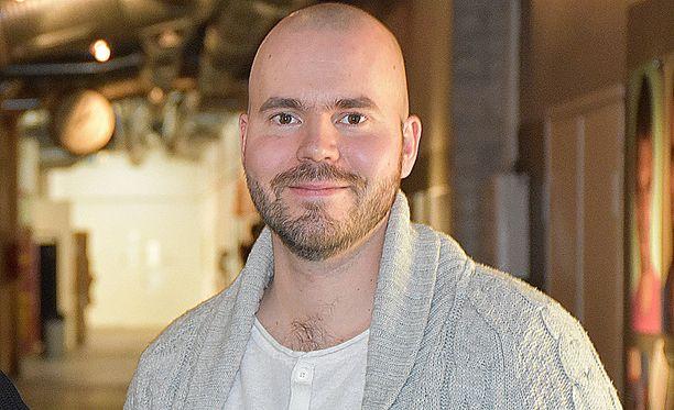 Mika Kurvinen työskentelee nykyisin SuomiLOVEn ohjaajana ja käsikirjoittajana.