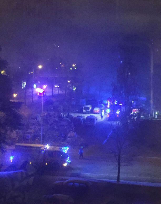Tapauksen tutkinnanjohtaja, rikoskomisario Mikko Minkkinen epäilee, että autopalojen takana on yksi ja sama sytyttäjä.