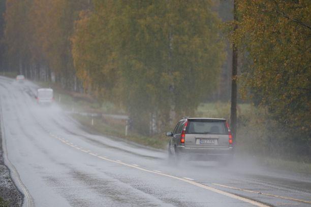 Maanantaina Etelä- ja Keski-Suomessa sataa vettä, kertoo Ilmatieteen laitos.
