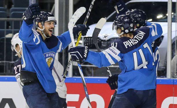 Sanny Lindström ei olisi uskonut, että Suomi juhlii USA-pelissä.