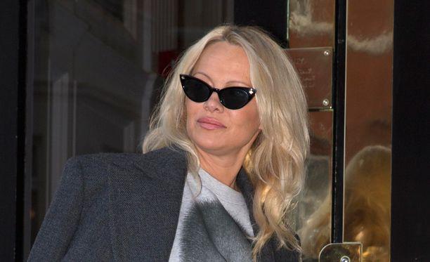 Pamela Anderson on tuttu näky Ecuadorin suurlähetystössä.