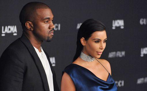 Kim Kardashian vihjaili miehensä tulevista käänteistä – jakoi Twitterissä kuvan Kanye Westin levyn biisilistasta