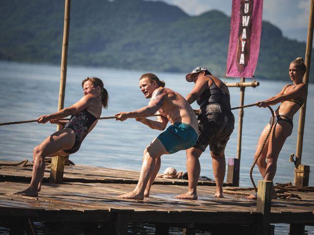 Hermanin Agila-heimo hävisi haastavan koskemattomuuskilpailun. Kuvassa myös Tuuli Matinsalo, Lola Odusoga ja Lotta Näkyvä.