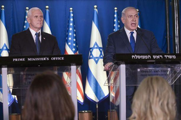 USA:n varapresidentti Mike Pence tapasi Israelin pääministerin Benjamin Netanjahun maanantaina Jerusalemissa.