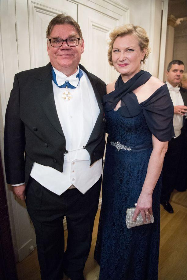 Ulkoministeri Timo Soini ja vaimo Tiina juhlimassa satavuotista Suomea Linnan juhlissa viime itsenäisyyspäivänä.
