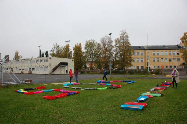 Sekä Viialan yhteiskoulussa että väistötilana toimivissa parakeissa on todettu sisäilmaongelmia.