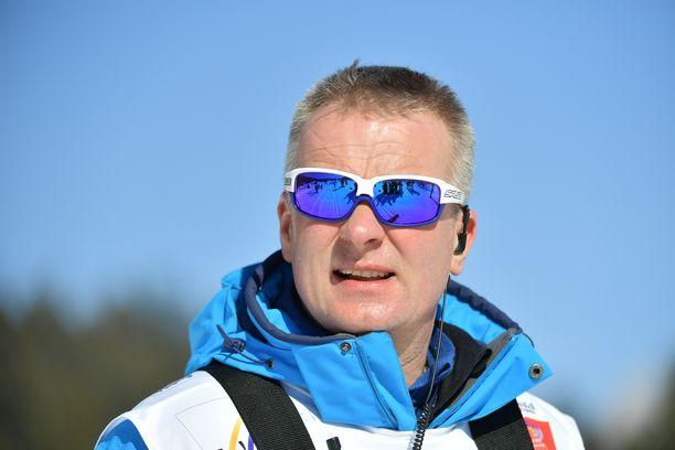 Päävalmentaja Matti Haavistolla on totinen paikka Alpeilla.