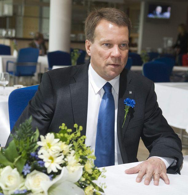 Markku J. Jääskeläinen (Vantaa) ja Jukka Mäkelä (Espoo): Helsinki murentaa yhteistyössä tarvittavaa luottamusta.
