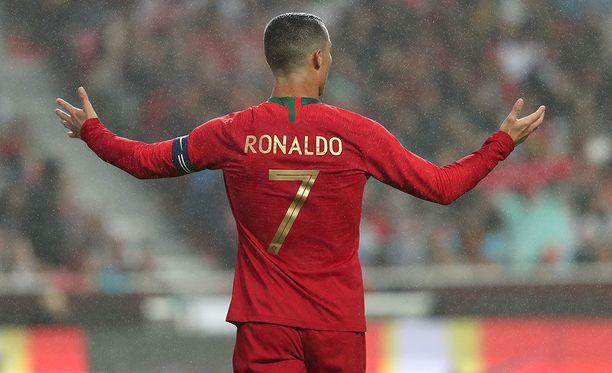 Cristiano Ronaldo nousi Miroslav Klosen, Pelen ja Uwe Seelerin rinnalle.