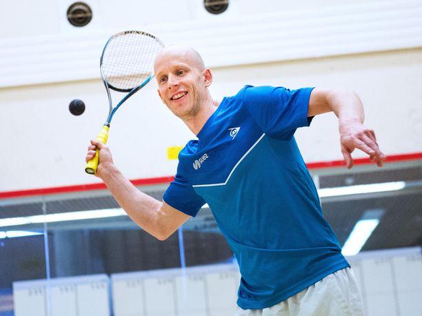 Olli Tuominen, 39, on kokenut huikeita seikkailuja kierrellessään squashin kisoissa ympäri maailmaa.