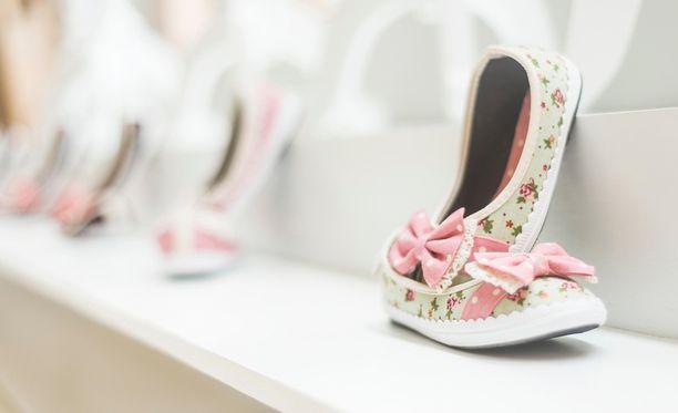 Suomalaiset verkko-ostajat palauttavat eniten muun muassa lasten kenkiä.