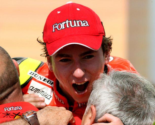 Maailmanmestari Jorge Lorenzo vei kauden avauskisan nimiinsä.