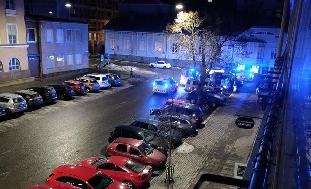 Operaatio on käynnissä Tuureporinkadun ja Kauppiaskadun risteyksessä.