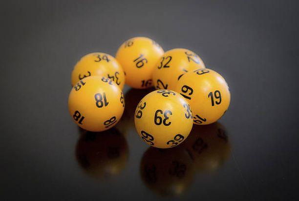 Nettiporukka voitti Lotossa lauantaina 6,5 miljoonaa euroa.