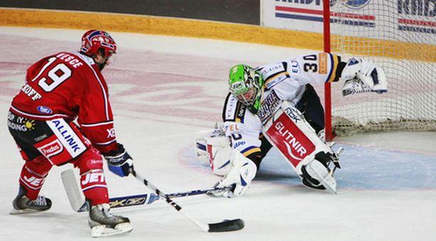 Tähän Ryan Vescen rankkariin ratkesi HIFK:n voitto.