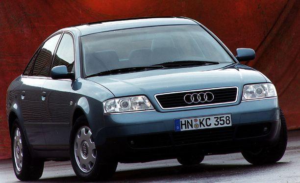Onnettomuusauto oli kuvan Audin kaltainen vuosimallin 1999 A6. Ajonvakautusjärjestelmää ei Suomeen 2010 tulleessa kolariautossa ollut.