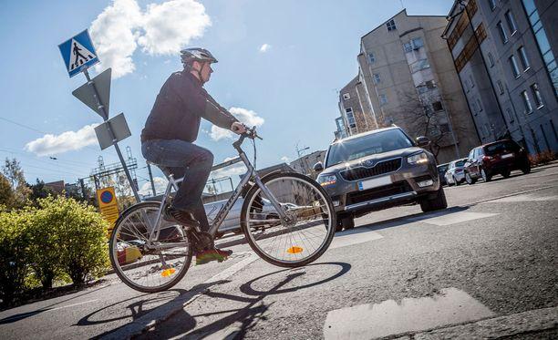 Pyörä on ekologisin ja terveellisin menopeli, mutta kaupungeissa pyöräilykulttuuri kaipaisi vielä selkeitä pelisääntöjä.