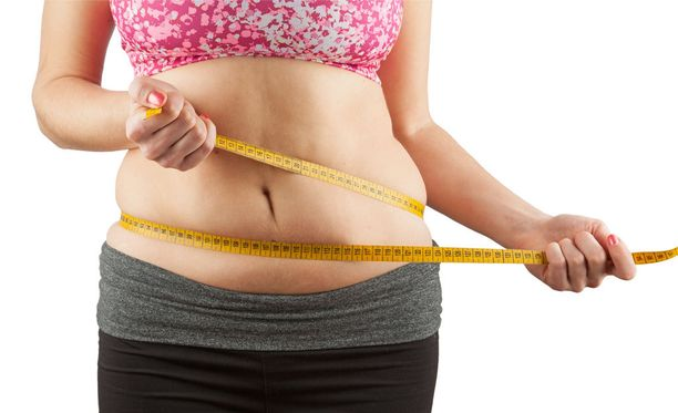 Vyötärönympäryksen mittaaminen saattaa kertoa enemmän henkilön terveydestä kuin pelkkä painoindeksin laskeminen.