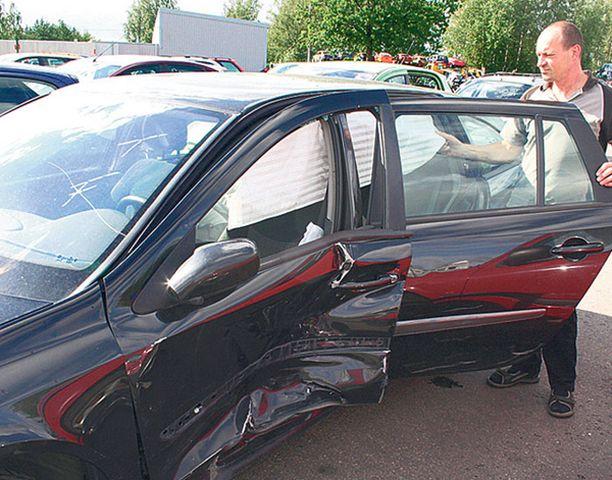 HUHUT Korjatuista kolariautoista liikkuu hurjia huhuja. - Mutta vähän kolaroitu auto voi olla myös hyvä ostos, jos tietää sen historian, Autovahinkokeskuksen tekninen asiantuntija Tomi Mauravaara sanoo.