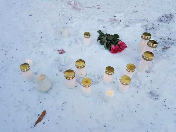Ampumavälikohtauksen uhreja muistettiin Imatralla kukin ja kynttilöin.