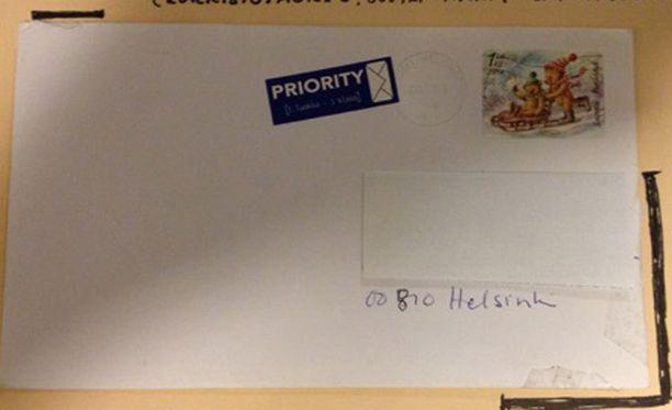 Voro oli teipannut kirjeen kulmat kiinni ja lähettänyt syntymäpäiväonnittelut ilman lahjarahaa eteenpäin.