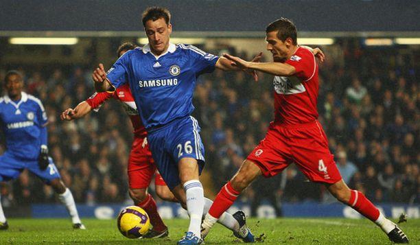 John Terry raivaa tiensä läpi Middlesbroughin puolustuksen.
