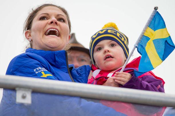 Estelle on tottunut urheilukatsomoiden kannustaja. Tässä äidin kanssa vuonna 2015.