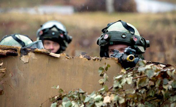 Reserviläisliiton puheenjohtaja pitää Suomen puolustuskykyä edelleen vahvana. Kuvituskuva.