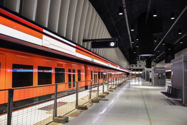 Länsimetron Koivusaaren metroasemalta löytyy Suomen pisimmät liukuportaat.