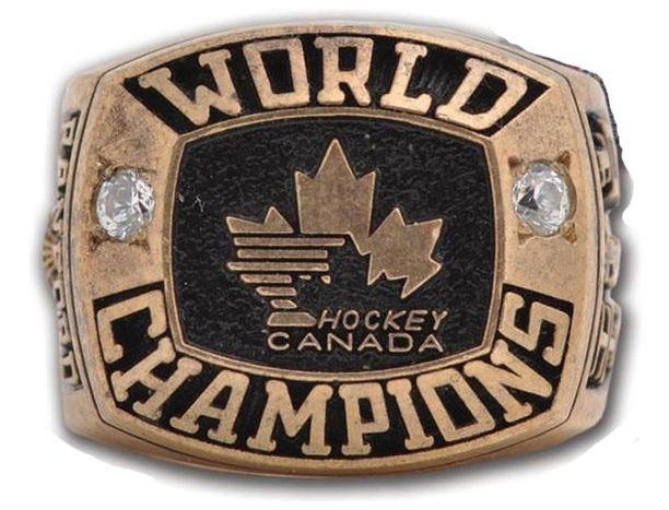 Tämä Kariyan MM-kultasormus vuodelta 1994 on toinen varastetuista sormuksista.