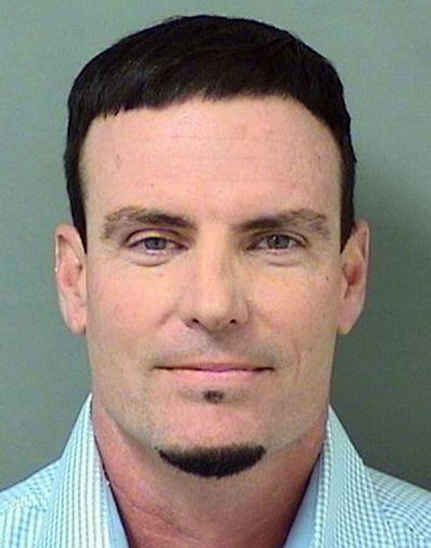 Robert Van Winkle eli Vanilla Ice pidätettiin varkausepäilyjen vuoksi.