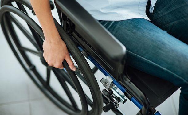 Markus Huitsi sai elinkautisen tuomion pyörätuolissa olevan miehen murhasta. Kuvituskuva.